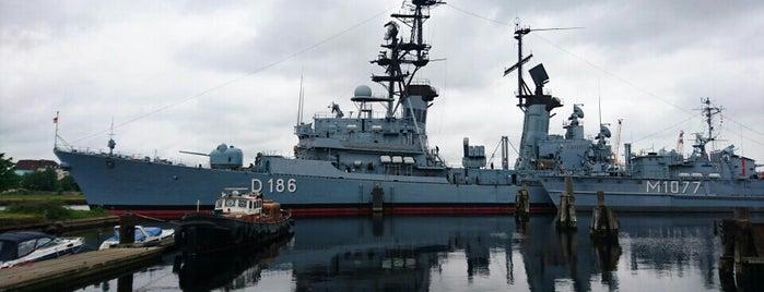 D186 Lenkwaffenzerstörer Mölders is one of Ships modern.