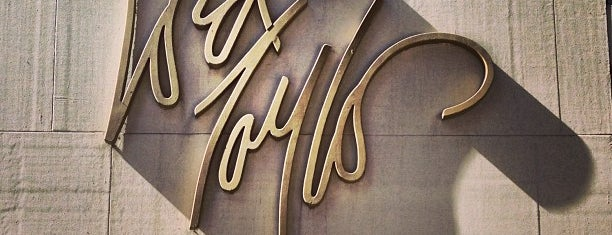 Lord & Taylor is one of Locais salvos de Anna.