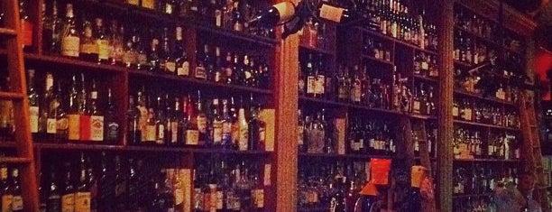 Al's Wine And Whiskey Lounge is one of kaMumbi 님이 저장한 장소.