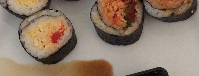 Yooji's sushi deli is one of Locais curtidos por Markus.