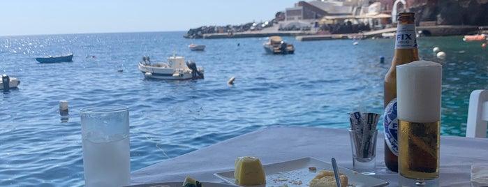 Dimitris Ammoudi Taverna is one of Santorini.