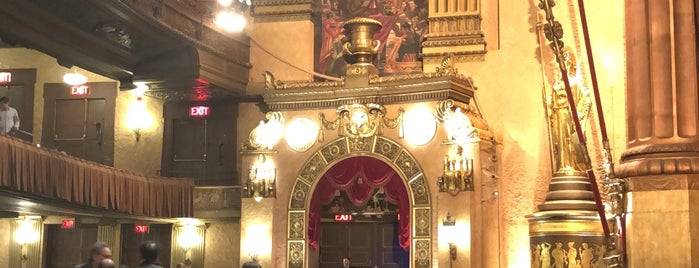 Beacon Theatre is one of สถานที่ที่ Cindy ถูกใจ.
