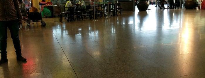 Arrivals Lounge is one of สถานที่ที่ Shiraz ถูกใจ.