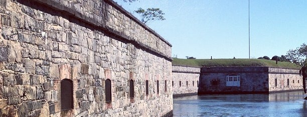 Fort Monroe National Monument is one of Lieux sauvegardés par Lizzie.