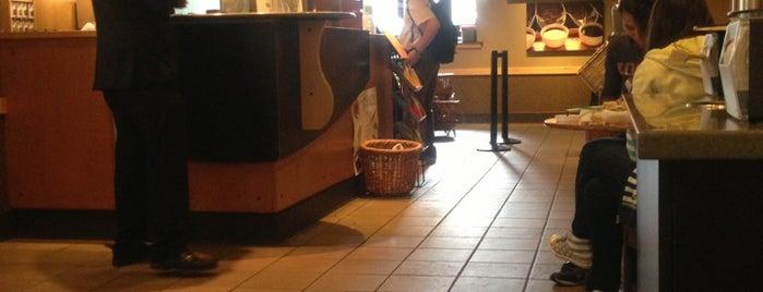 Starbucks is one of สถานที่ที่ CJ ถูกใจ.