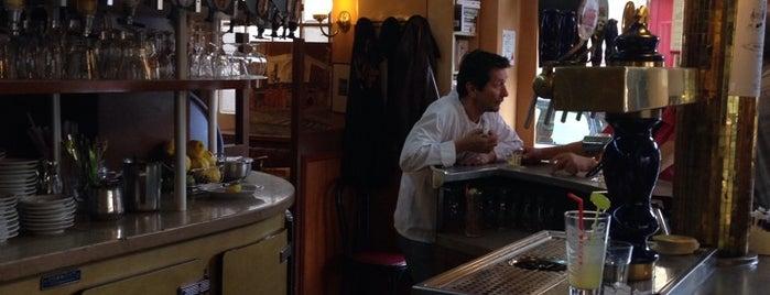 Bar de la Place Edith Piaf is one of Tempat yang Disukai Fndotucci.