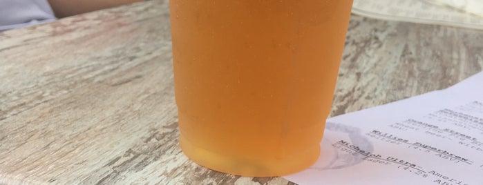Suburban Restaurant and Beer Garden is one of Amelia 님이 좋아한 장소.
