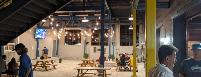 Birmingham District Brewing Company is one of Mike'nin Beğendiği Mekanlar.