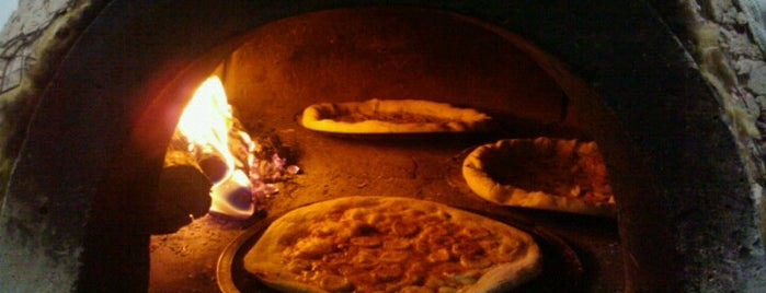 Pizzaria La Carmelita is one of Must-visit Pizza Places in Rio de Janeiro.