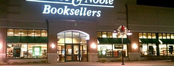 Barnes & Noble is one of Orte, die Michelle gefallen.