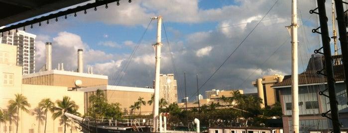 Honolulu Harbor is one of Lieux qui ont plu à Elena.