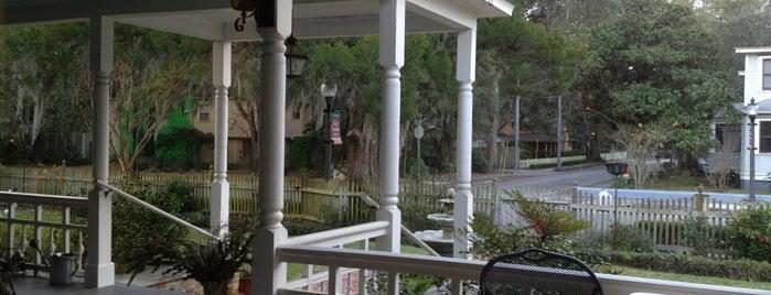 Camelia Rose Inn is one of Tempat yang Disukai Genna.