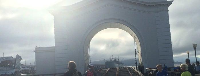 Pier 39 is one of Orte, die Omar gefallen.