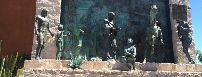 Plaza Fundadores is one of Orte, die Omar gefallen.