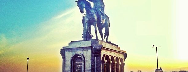 Памятник Князю Владимиру is one of Владимир.
