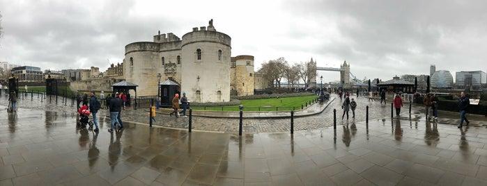 Tower of London Shop is one of Lieux qui ont plu à Murat.