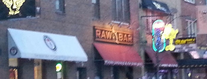 Raw Bar & Grill is one of United Mileage Plus Dining Spots.