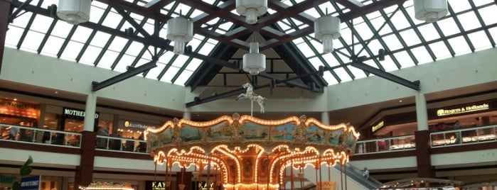 White Oaks Mall is one of Chrissy's Liked Places.