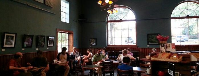 Highland Coffees is one of Tempat yang Disukai Matt.