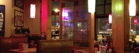 Applebee's Grill + Bar is one of Linda'nın Beğendiği Mekanlar.