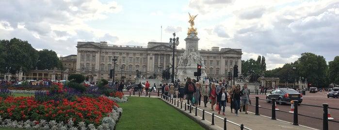 Palacio de Buckingham is one of Lugares favoritos de Gio.