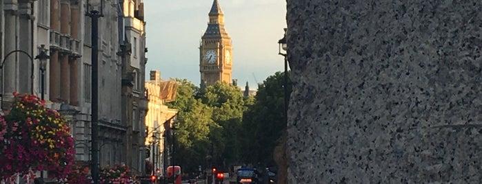 Trafalgar Square is one of Lugares favoritos de Gio.