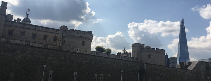 Tower Hill is one of Lugares favoritos de Gio.