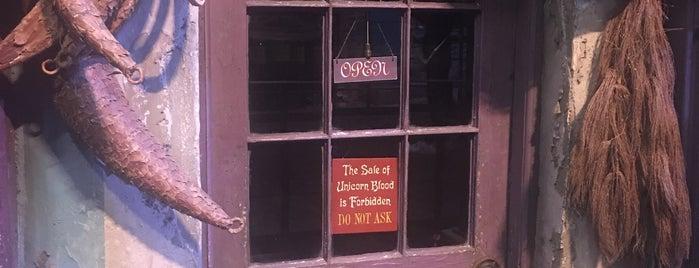 Diagon Alley is one of Lugares favoritos de Gio.