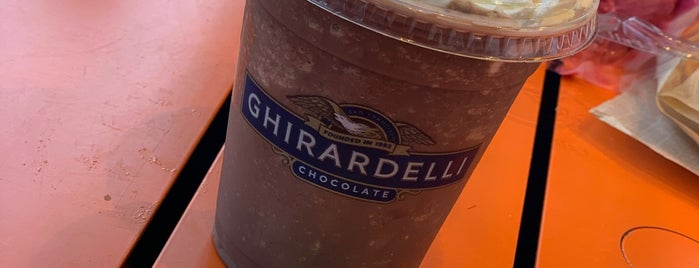 Ghirardelli-On-The-Go at Ghirardelli Square is one of Orte, die PILAR gefallen.