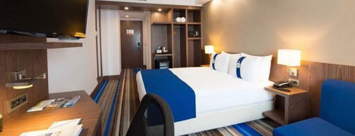Holiday Inn Express Istanbul Airport is one of Deniz 님이 좋아한 장소.