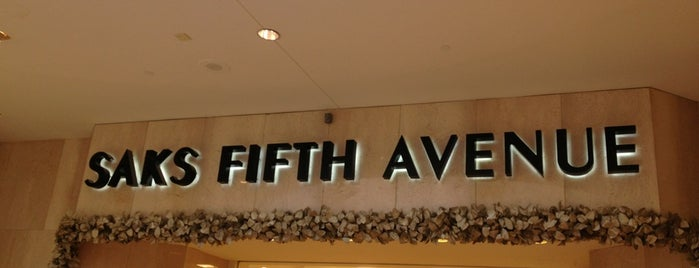 Saks Fifth Avenue is one of Locais curtidos por Blanca Stella.