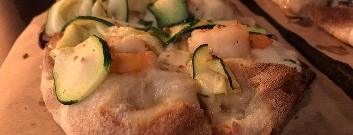 Tia's pizza is one of Posti che sono piaciuti a Matija.
