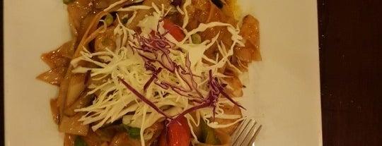 Thai Kitchen is one of Orte, die Sam gefallen.