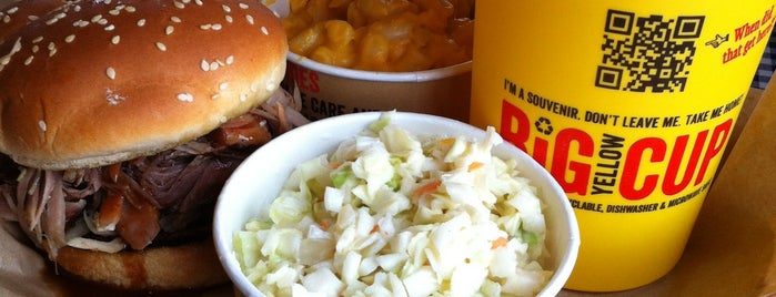Dickey's Barbecue Pit is one of สถานที่ที่ Connie ถูกใจ.