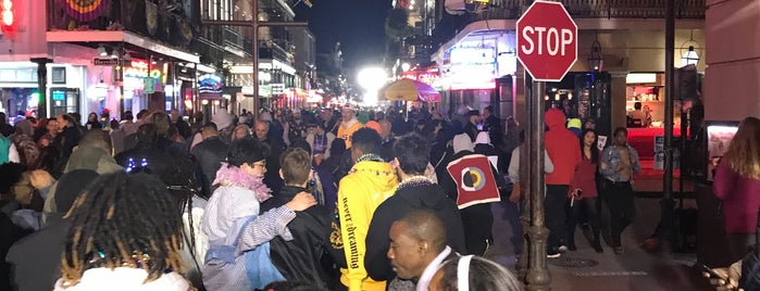 Bourbon St. French Quarter is one of Andrew'in Beğendiği Mekanlar.