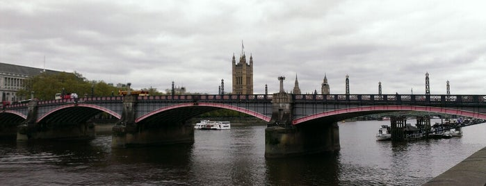 Lambeth Bridge is one of Lieux qui ont plu à Paul.