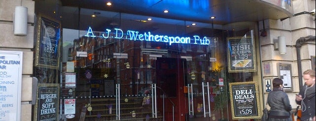 The Metropolitan Bar (Wetherspoon) is one of Lugares favoritos de Carl.