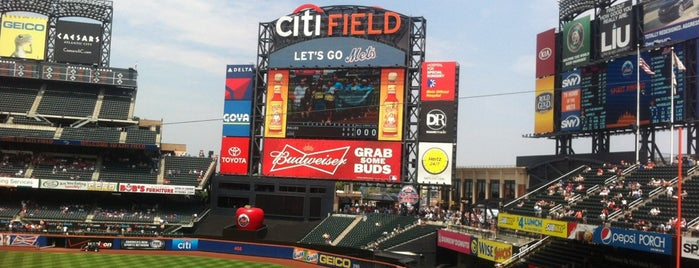 Citi Field is one of Lugares favoritos de Clyde Kelly.