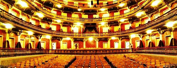 Theatro da Paz is one of Lugares favoritos de Roza.