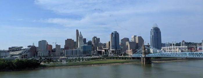 Cincinnati Marriott at RiverCenter is one of Locais curtidos por Emilio.