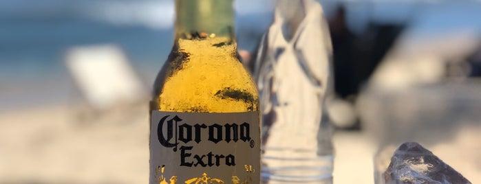 Cocos Locos Beach & Bar is one of สถานที่ที่ Denis ถูกใจ.