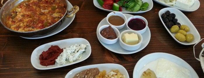 Cihangir Kahvaltı Evi is one of Posti che sono piaciuti a Goksu.