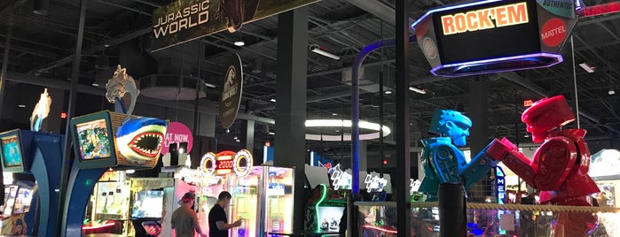 Dave & Buster's is one of Avaさんのお気に入りスポット.