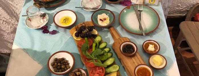 Çeşme Bazlama Kahvaltı - Nişantaşı 1 is one of Orte, die Bassam gefallen.