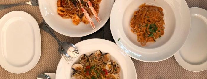 Latteria Mozzarella Bar is one of Posti che sono piaciuti a Christine.