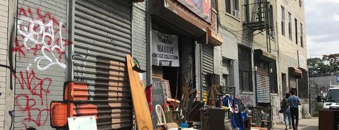 Vintage Warehouse is one of Nestor 님이 좋아한 장소.