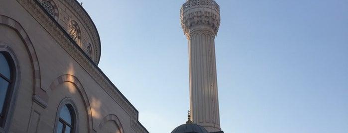 Uhud Camii is one of Tempat yang Disukai Murat Selim.