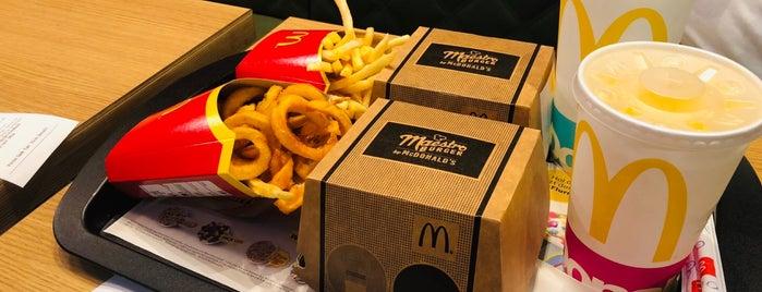 McDonald's is one of Orte, die Mujdat gefallen.
