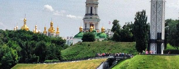 Оглядовий майданчик в Парку Вічної Слави is one of Kiev.