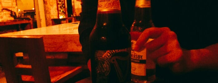 Drunk Monkey Old Street Bar is one of Orte, die Valeria gefallen.